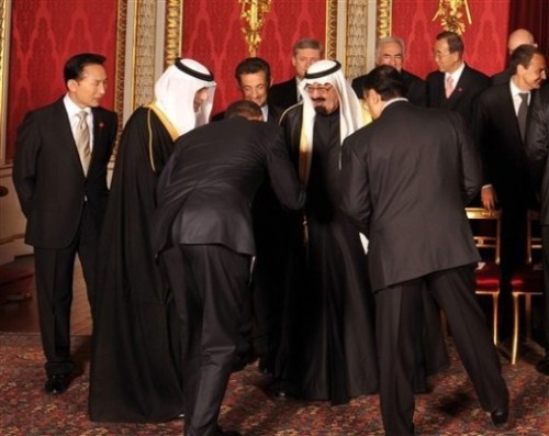 Obama bowing to the Saudi King
